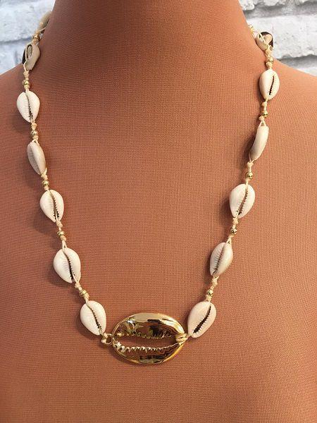 Chocker artesanal de búzios e búzio grande dourado| CA737