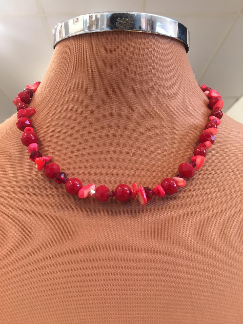 Colar Artesanal Bolinhas Vermelhas Cristais Vermelhos e Cascalhos Coral   CA543