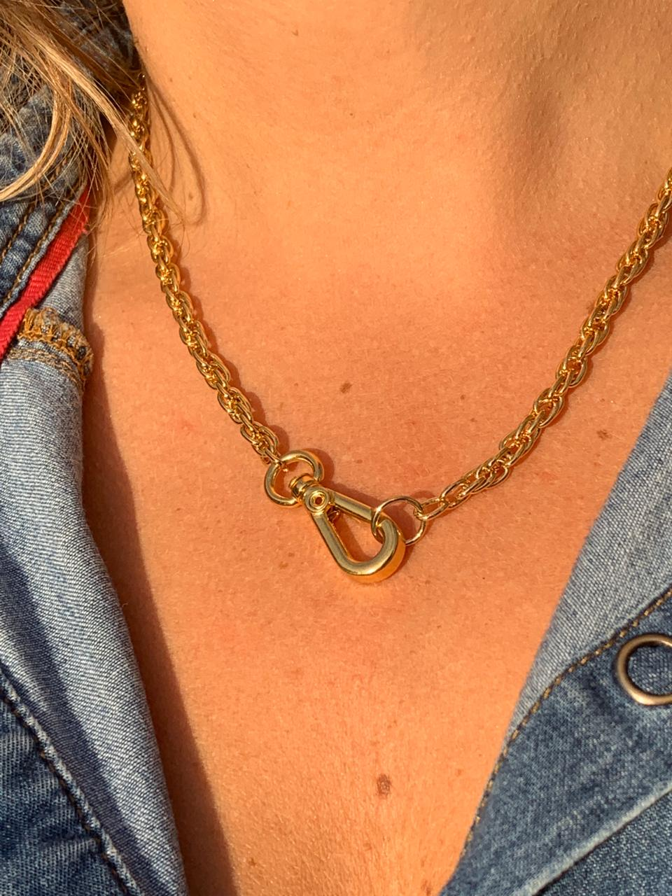 Colar artesanal corrente dourada fecho frontal | CA1018