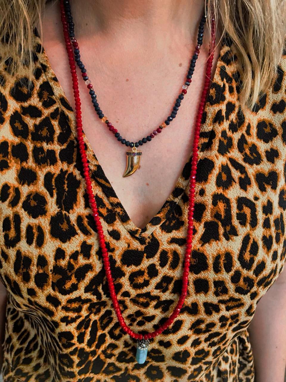 Colar Artesanal Cristais Pequenos Azuis Vermelho Ping Dente Dourado Com Zirconias   CA828