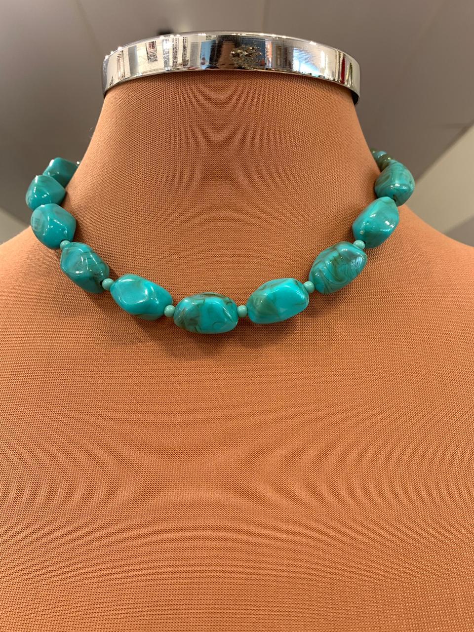 Colar Artesanal dourado de acrílico azul com verde merclados | COL137