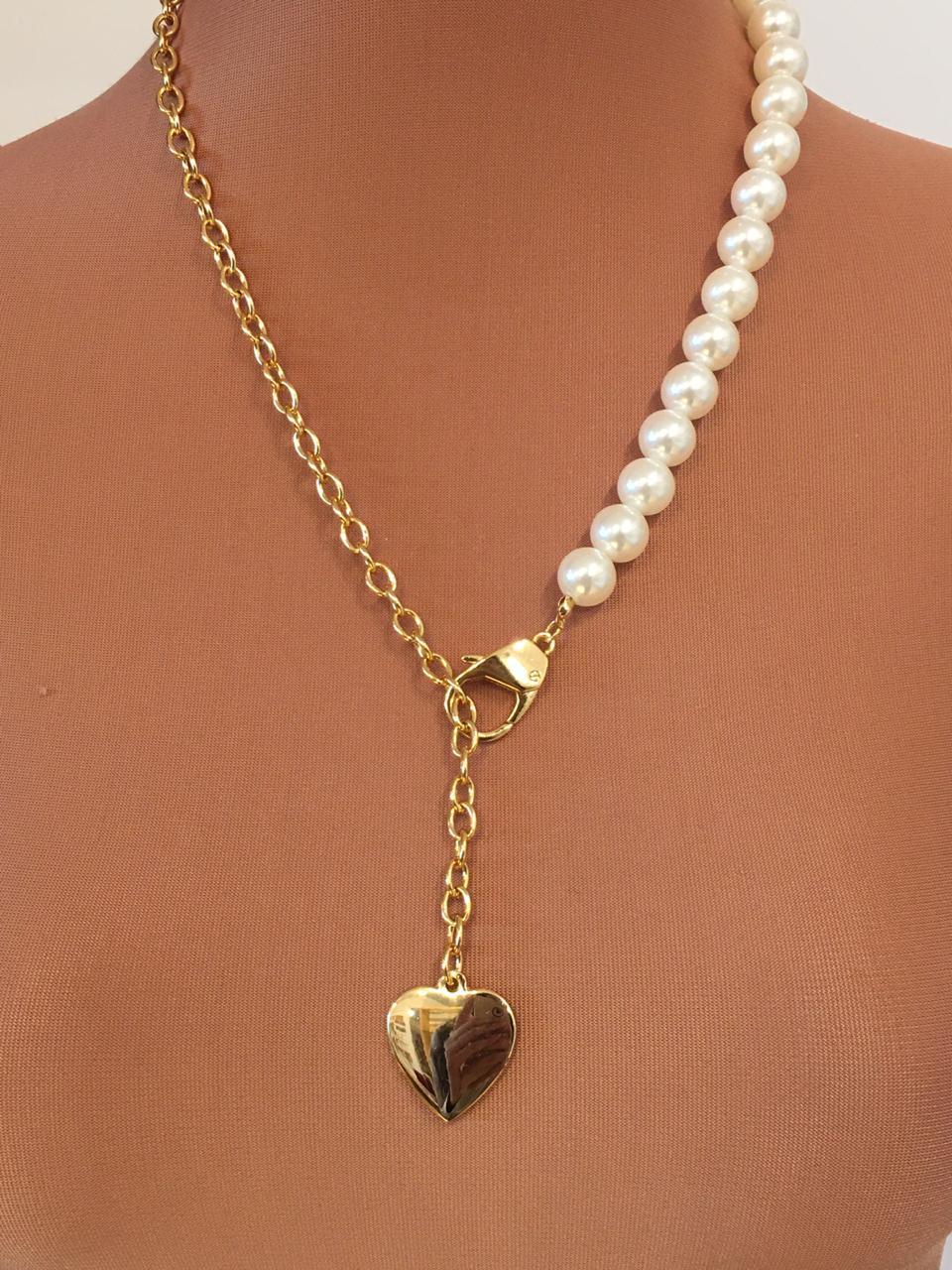 Colar com elos dourado e pérolas pingente coração dourado | CA1070