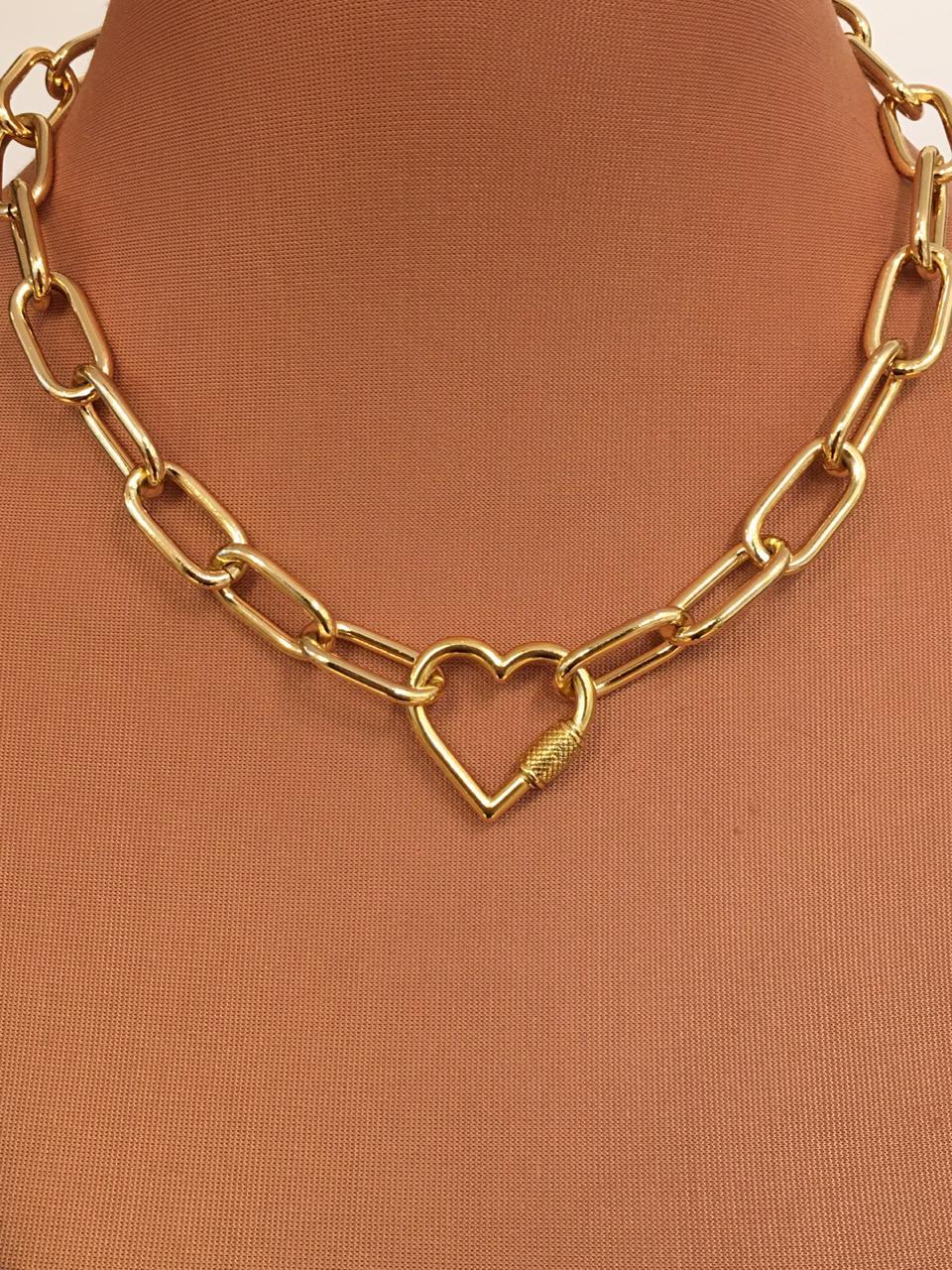 Colar Dourado elo retangular fecho coração | CA1050