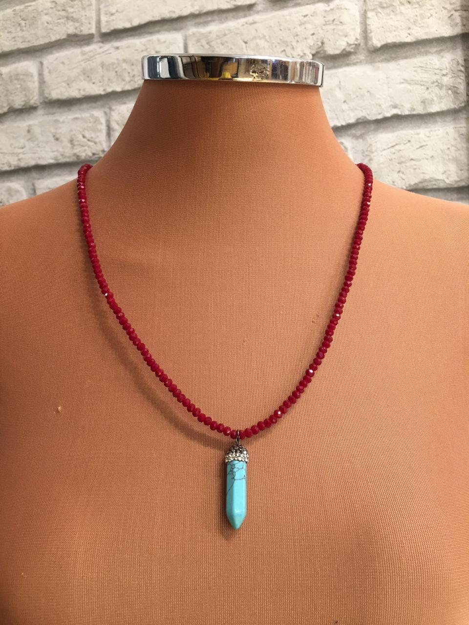 Colar folheado cheio de cristais vermelhos ping pedra lapidada turqueza | CF305