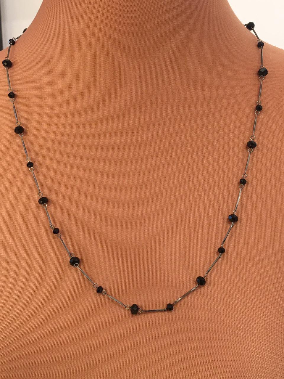 Colar folheado grafite com cristais pretos grandes e pequenos | CF381