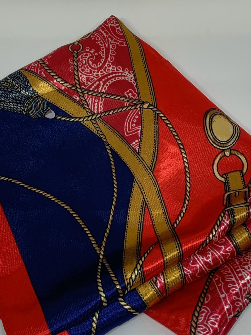 Lenço Vermelho azul marinho estampado com cordas cintos medida 60x60 | AC250