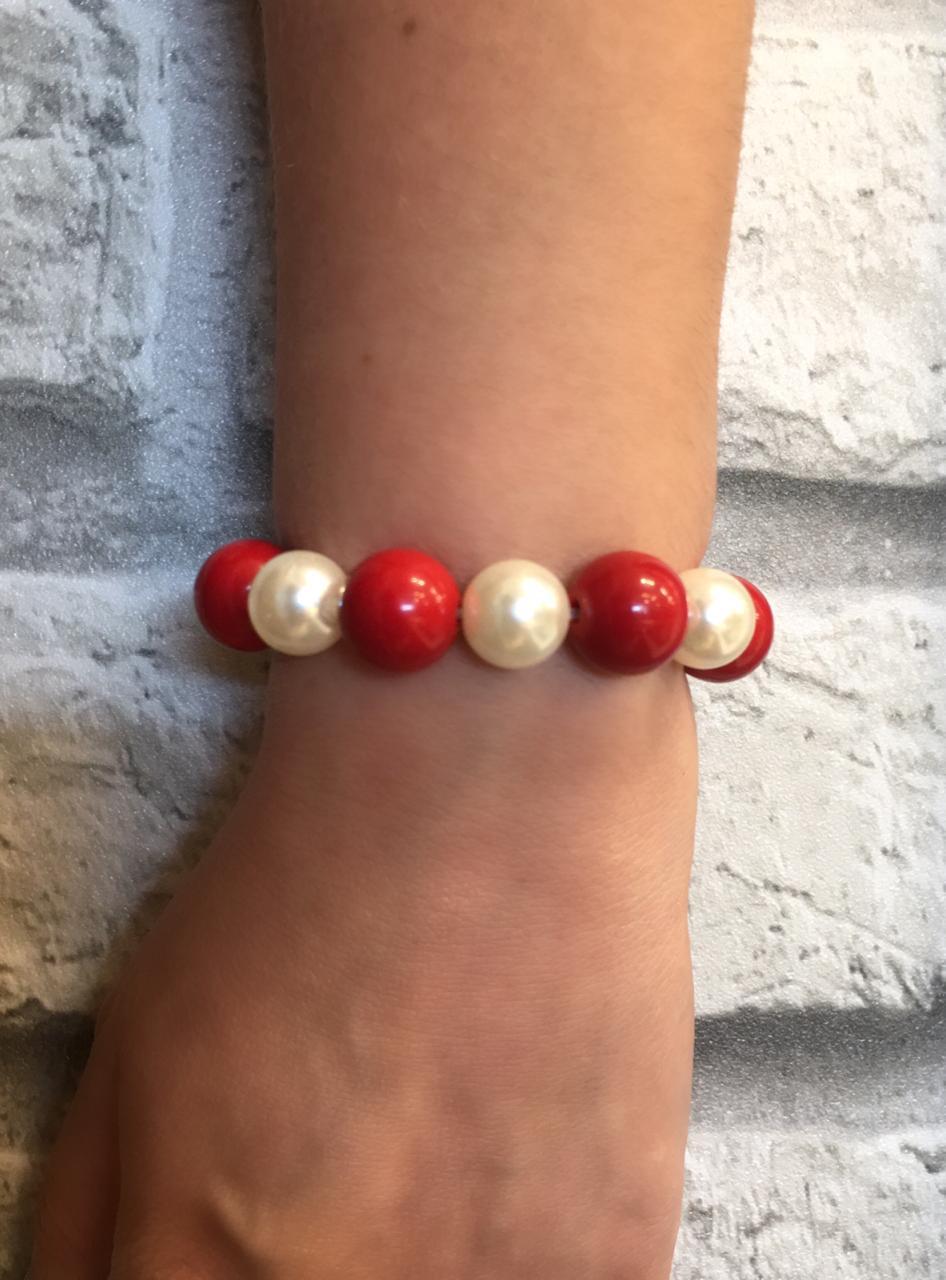 Pulseira artesanal pérola e bola vermelha | PA263