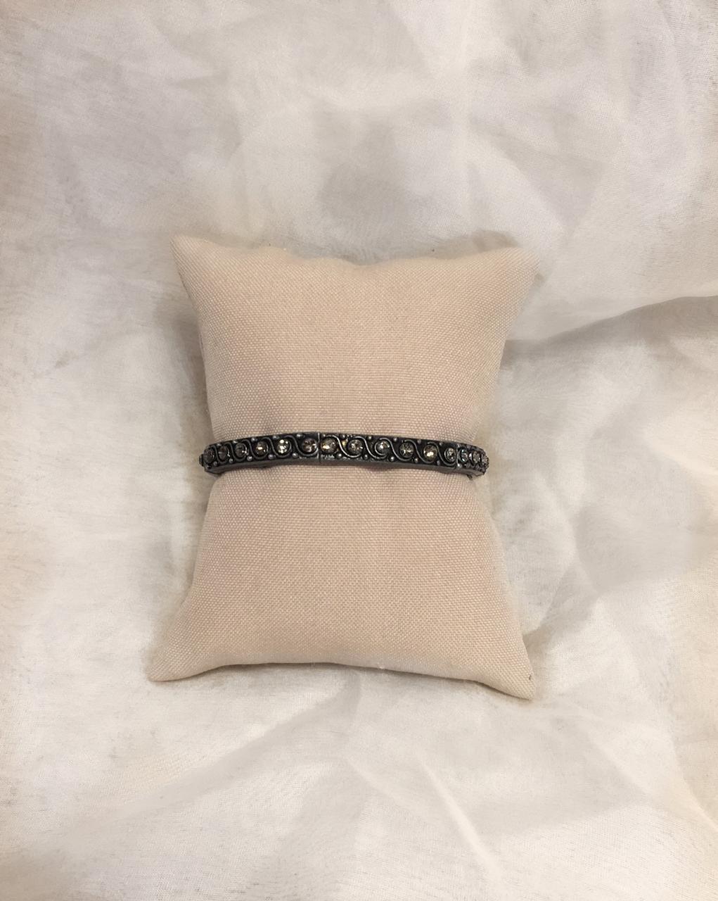 Pulseira fininha preta com cristais pequenos | PUL93