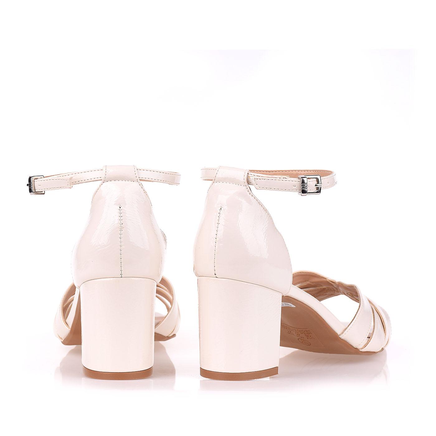 Sandália Salto Médio Verniz Molhado Off White