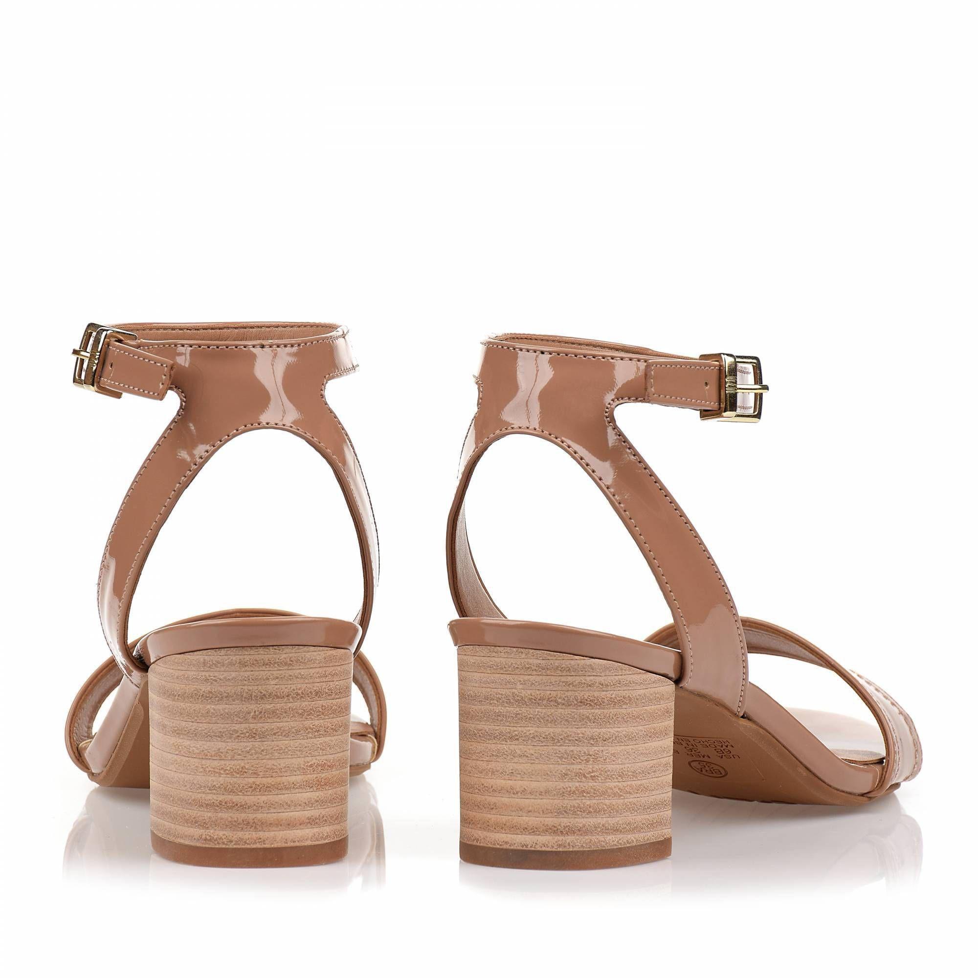 Sandália Salto Médio Verniz Nude