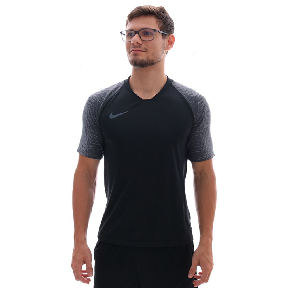 Camiseta Nike Breathe Strike