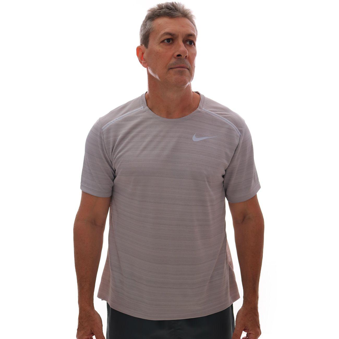 Camiseta Nike Dri-FIT Miler Cinza