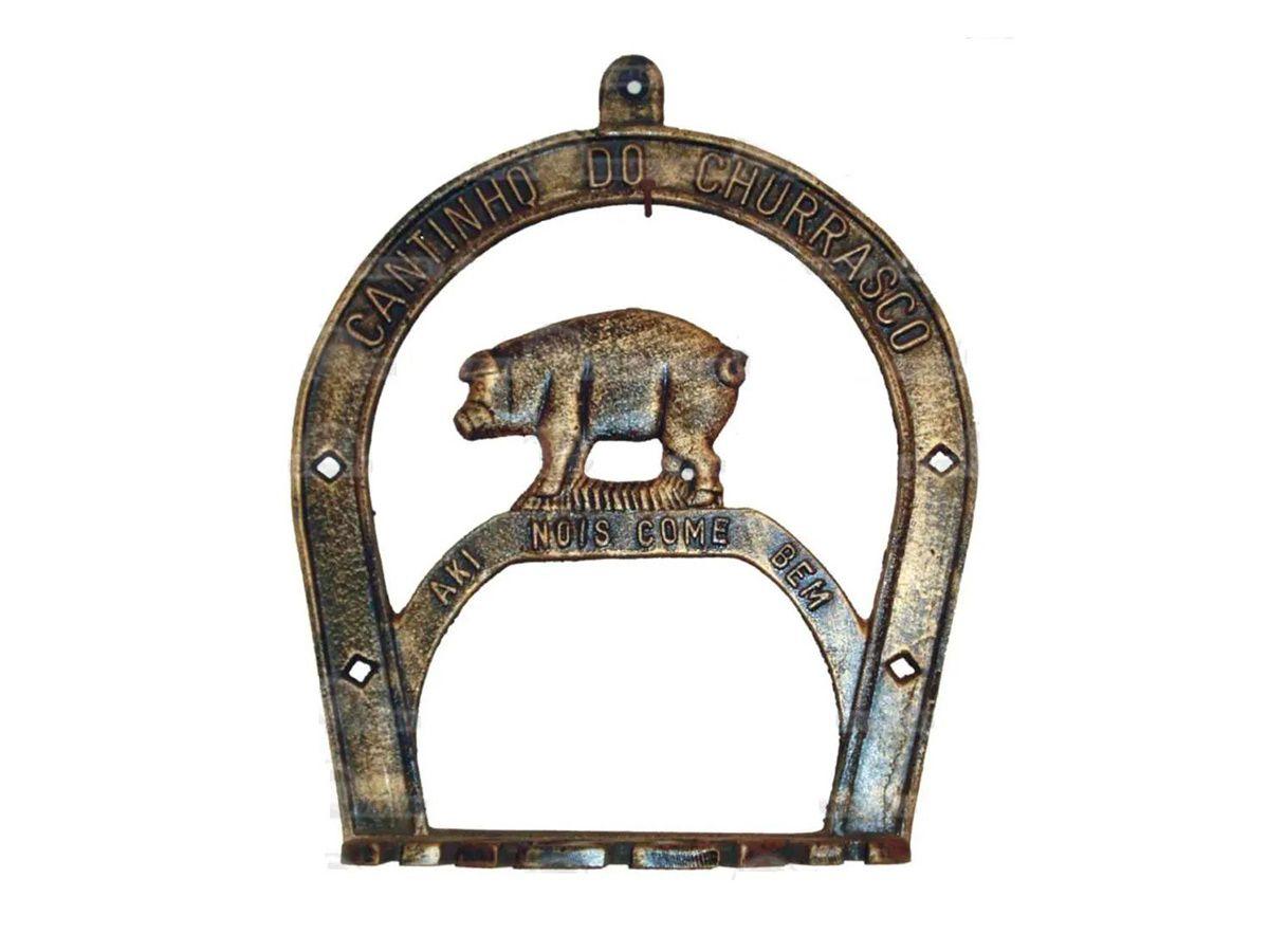 Porta Espeto Cantinho do Churrasco Modelo Porquinho  - Panela de Ferro Fundido