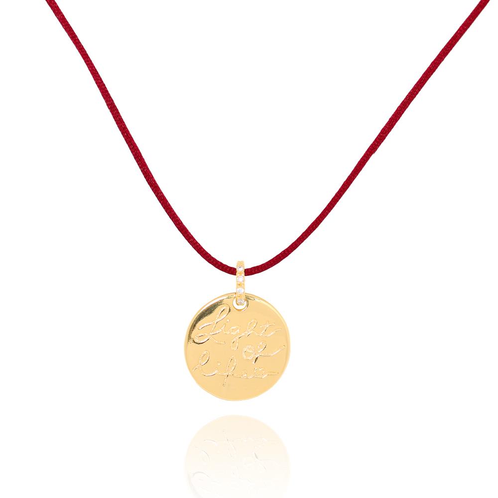 Colar Medalha Folheado Ouro 18K Light Of Life Fio de Seda Vermelho