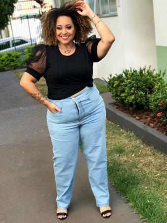 Calça Jeans Reta com Bolsos e Elastico na Cintura