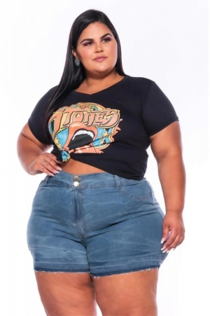 Short Jeans Curto Lavagem Clara com Barra Desfiada
