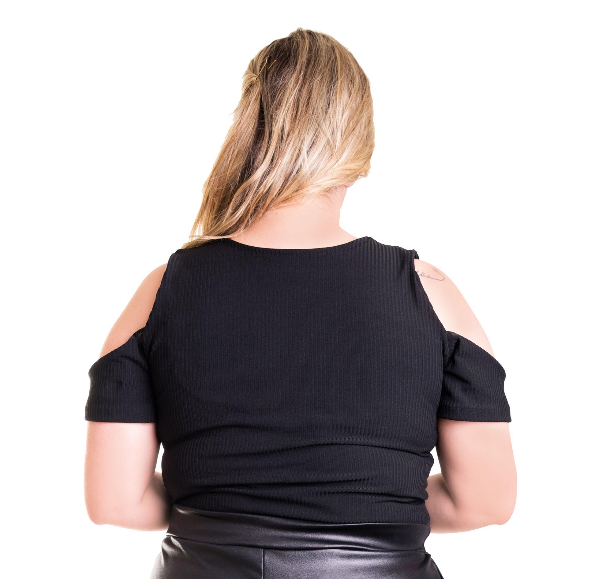 Blusa com Ombros Abertos Canelada
