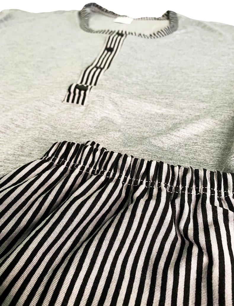 Conjunto Pijama Calça Listrada e Blusa com Botões