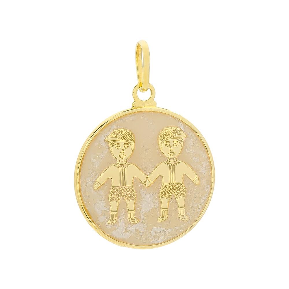 Pingente Medalha Meninos com Madrepérola Folheado em Ouro 18k - Giro Semijoias