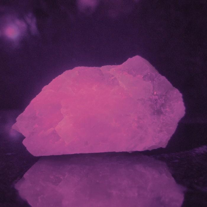 Kunzita com fluorescência - 5,4 cm