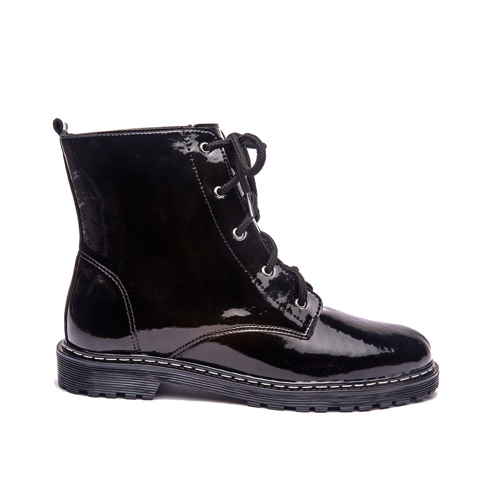 Bota coturno preto bico redondo cano médio.