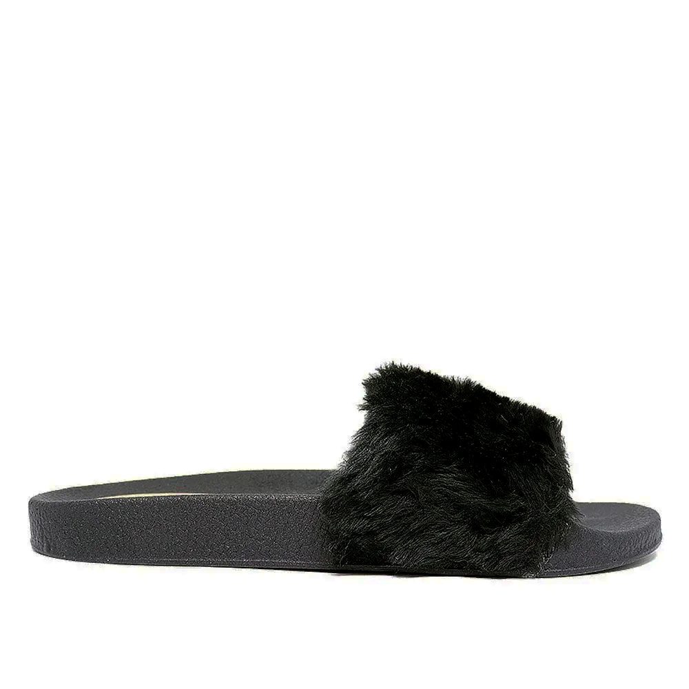 Chinelo Martinez slide preto Fluffy