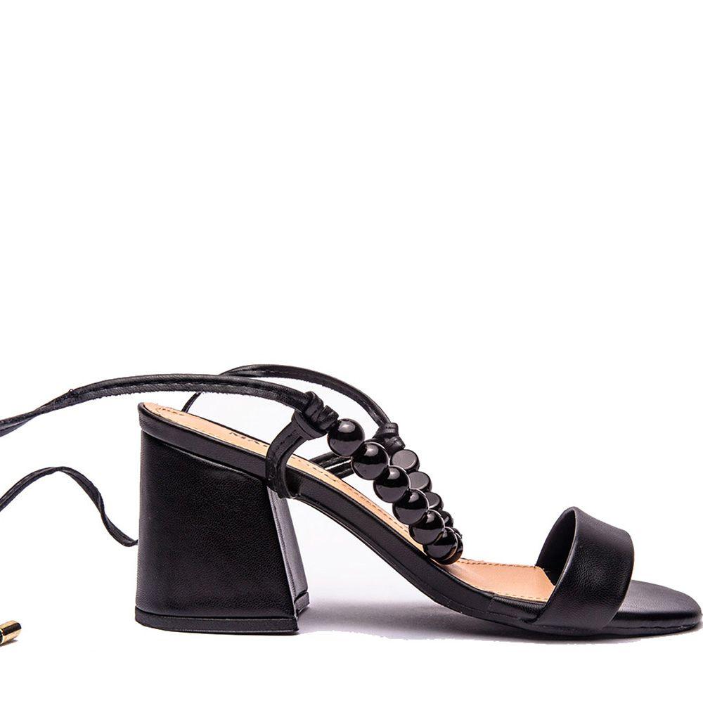 Sandália com aplicação na amarração preta