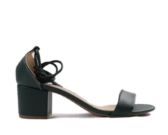 Sandália salto bloco em tiras de amarração