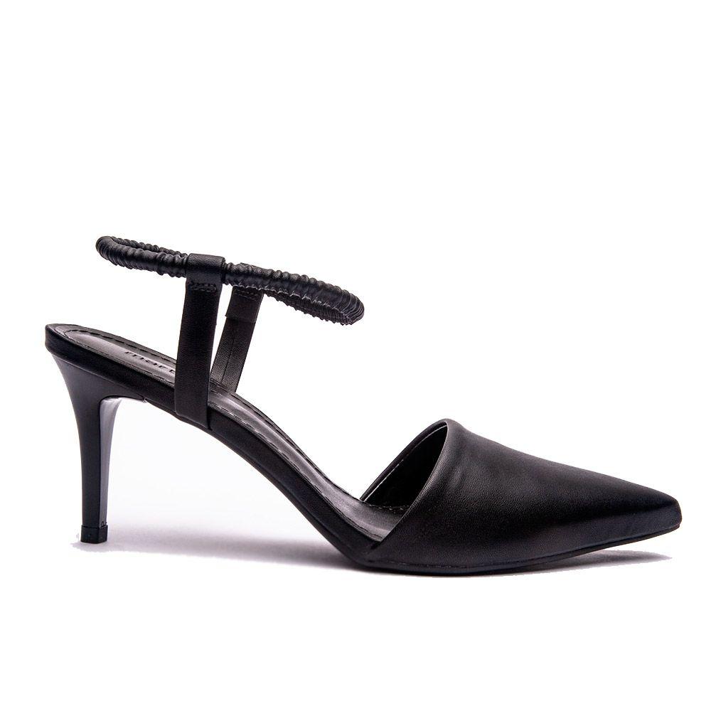 Scarpin bico fino salto alto com tira no tornozelo em elástico todo preto