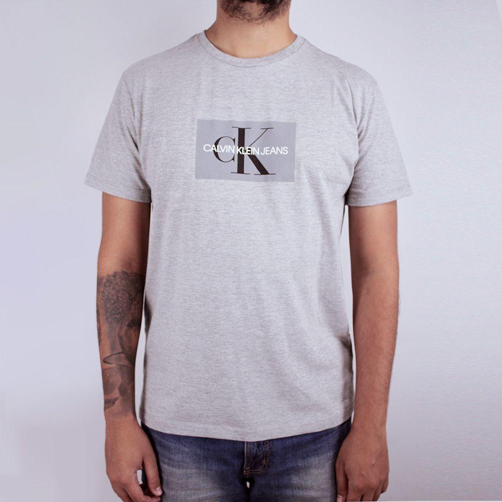 Camiseta Calvin Klein Jeans Geometric Cinza
