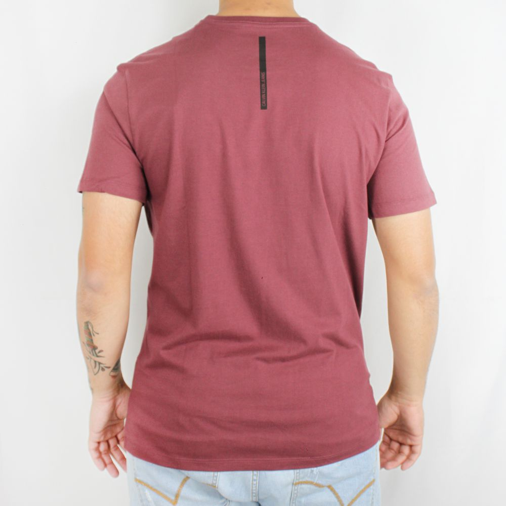 Camiseta Calvin Klein Jeans Geometric Vinho