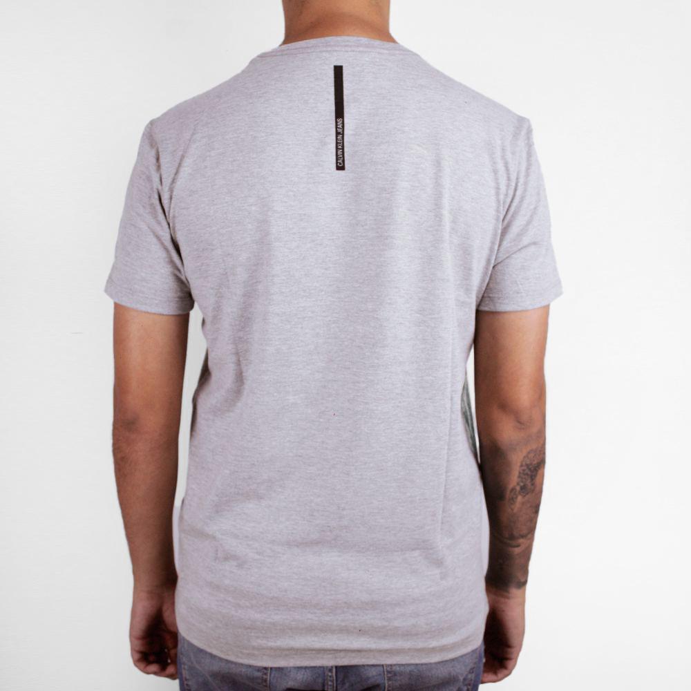 Camiseta Calvin Klein Jeans Geométrica Cinza