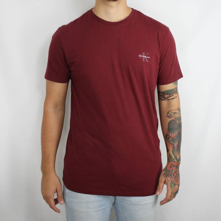 Camiseta Calvin Klein Jeans Logo Classic Vinho