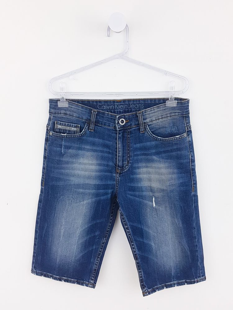 Bermuda jeans azul manchada Calvin Klein tam 30