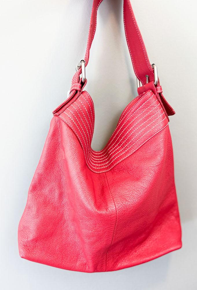 Bolsa vermelha couro fivela prata