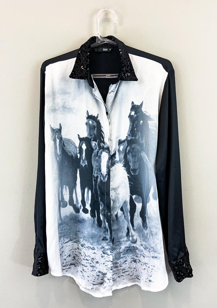 Camisa preta detalhe branco estampa cavalo gola mini paetes Cholet tam 40
