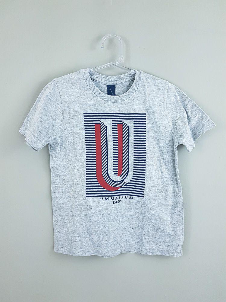 Camiseta cinza listras frente Um mais Um tam 4