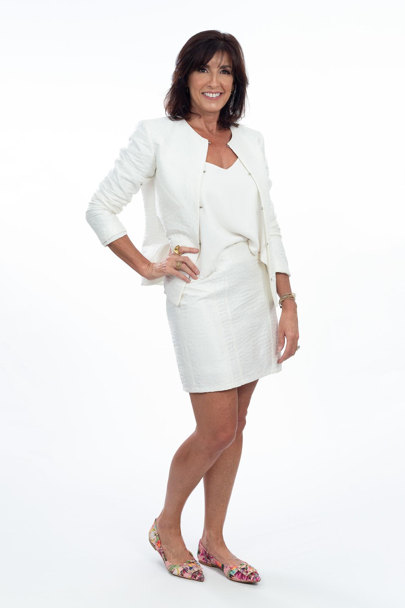 Conjunto saia e casaquinho off white Letícia Gonzaga tam M