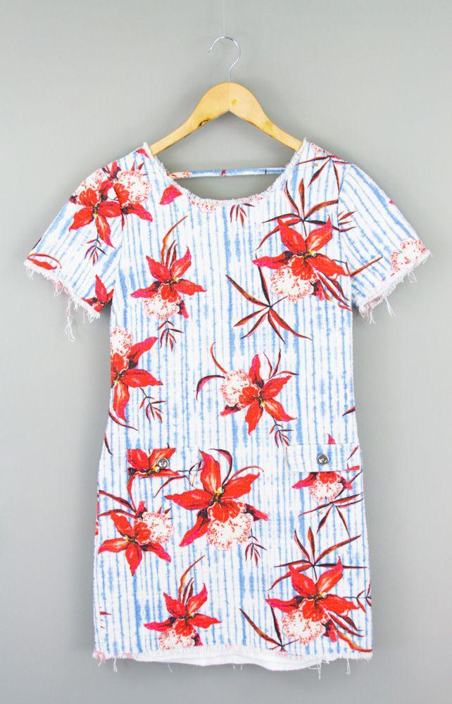 Vestido branco listras azuis flores vermelhas Daslu tam 42
