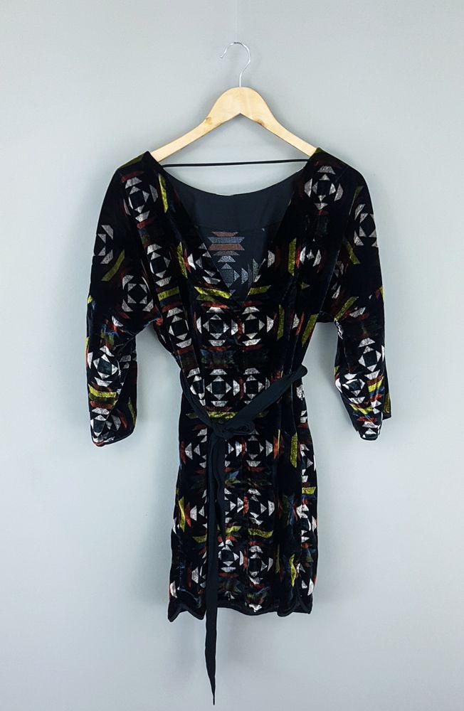 Vestido veludo preto estampa colorida amarração Shoulder tam 36