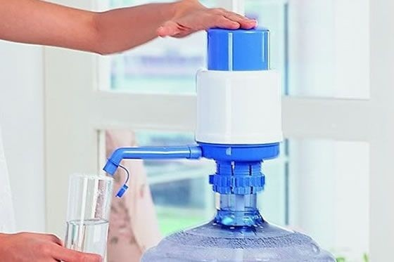 Bomba Manual Para Garrafão de Água Wincy C/ Trava Compatível Com Galão de 20 e 10 Litros