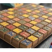 Brinquedo Educativo de Madeira Bloco de Letras 48 Cubos Coloridos