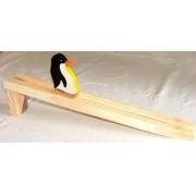 Brinquedo Educativo de Madeira Pinguim na Rampa
