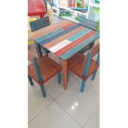 Conjunto Mesa com 4 Cadeiras em madeira