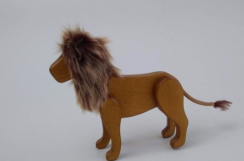 Animais Articulados de Madeira Leão