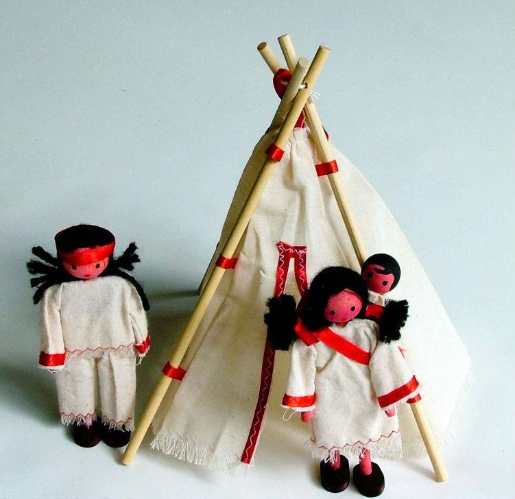 Boneco de Madeira Miniatura para Casinha de Boneca Kit Bonecos Indígenas