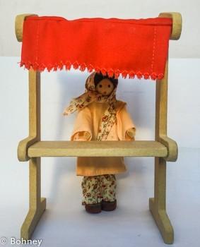 Bonecos de Madeira para Casinha de Boneca Mini Feira com Vendedora