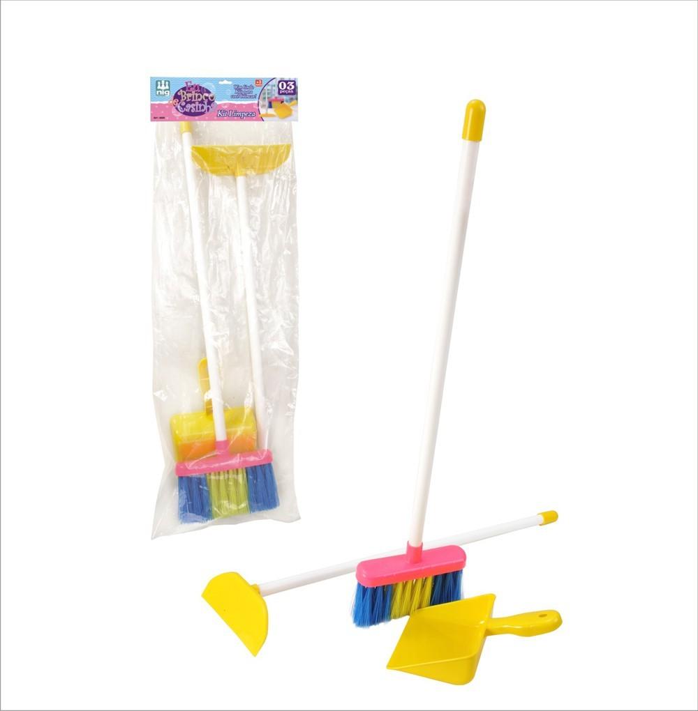 Brincando de Casinha Kit Limpeza com 3 Peças Vassoura Rodo e Pa