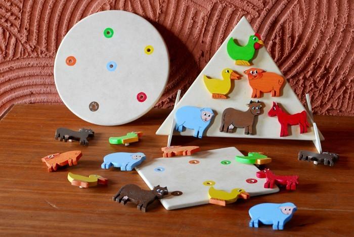 Brinquedo Artesanal de Madeira Qual é Minha Cor Fazendinha
