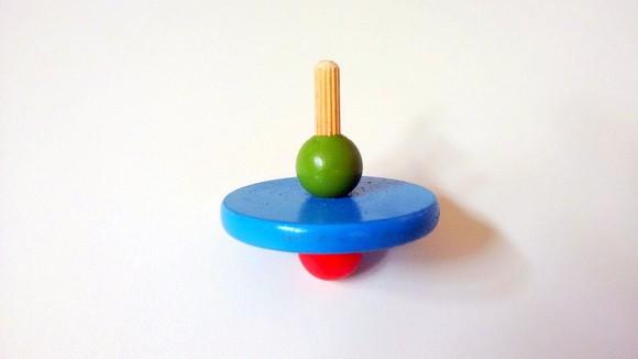 Brinquedo de Madeira Tradicional Pião de Dedo Cores Sortidas